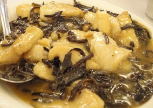 Braised Fish in Wine Sauce with Wood Ear Fungus